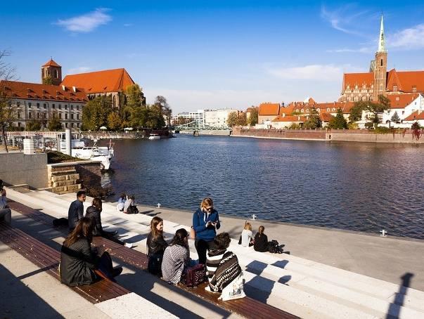 Zapytaliśmy naszych czytelników na Facebooku, czego we Wrocławiu jest za dużo, co im przeszkadza, co powinno się zmienić. Zobacz co odpowiedzieli. Dołącz