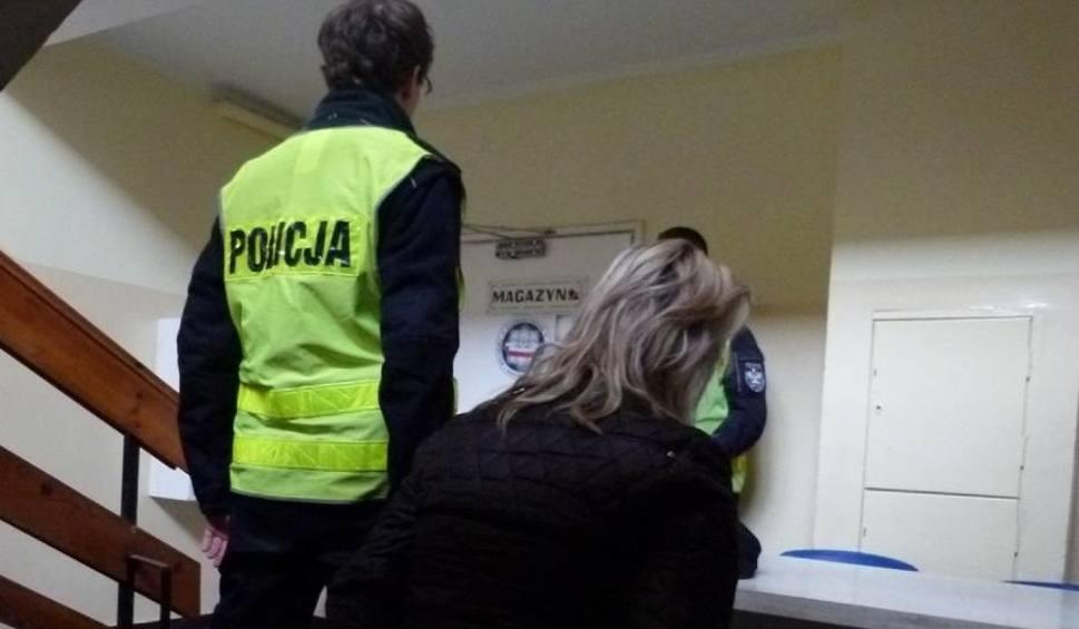 """Film do artykułu: Strażak o dziecku porzuconym w Chełmży. """"Serce się kroiło, że tak zostało potraktowane"""" [wideo]"""