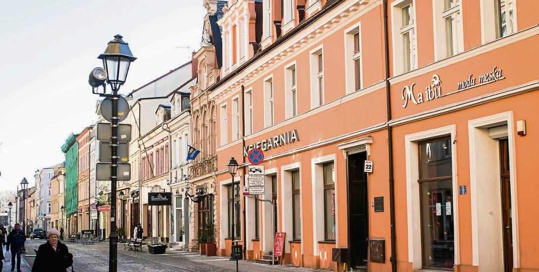"""Kamienica nr 22 przy ul. Długiej w Bydgoszczy - tu doszło w 1926 roku do """"skoku stulecia"""" na sklep jubilerski"""