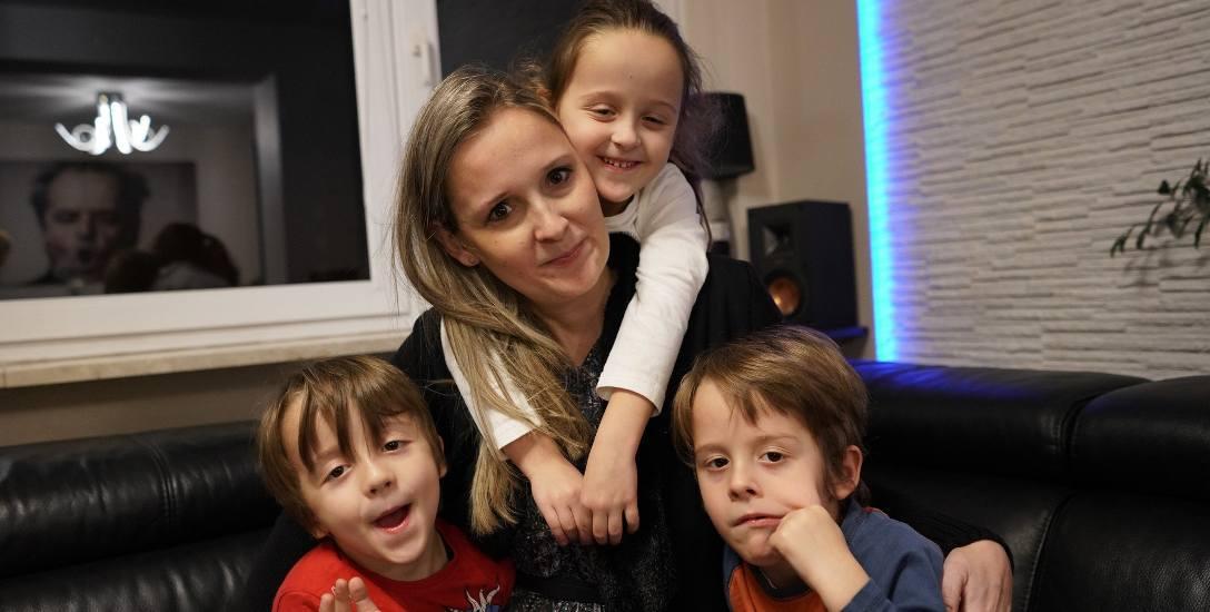 Anita jest mamą trojaczków: Klaudii, Alana i Borysa. To właśnie oni dają jej siłę do dalszej walki i nadzieję na kolejne dni. Jak sama mówi, przy nich
