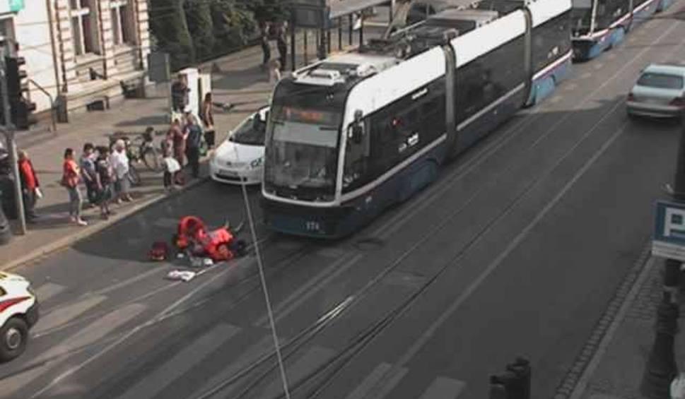 Film do artykułu: Potrącenie przy Gdańskiej i Chodkiewicza. Były spore opóźnienia w kursowaniu tramwajów