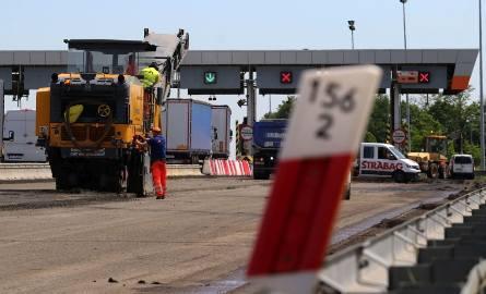 W niedzielę wieczorem rozpoczęło się wprowadzanie nowej organizacji ruchu na remontowanym odcinku autostrady A4 przy PPO Karwiany. W poniedziałek rozpoczął
