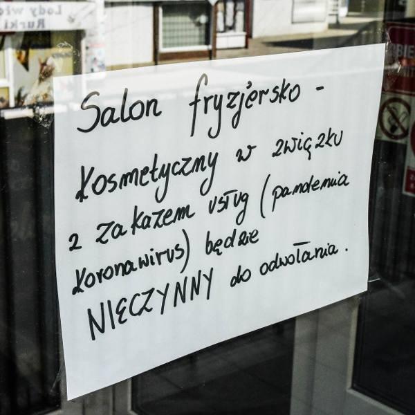 Od kilkunastu dni towarzyszą nam kolejne obostrzenia. Nie możemy pójść do fryzjera, siłowni, czy kosmetyczki. Zamknięte są też restauracje. Wielu z nas