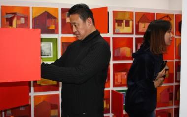Profesor Ge Sun i doktor Huan Zhang w Instytucie Sztuk Pięknych UJK.