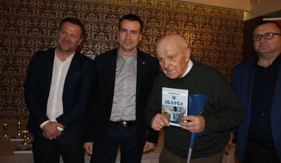 Film do artykułu: [ZDJĘCIA, WIDEO] Świąteczne spotkanie w czwartoligowej Pilicy Białobrzegi