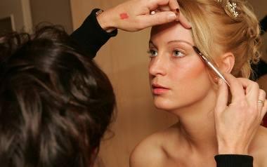 Makijaż ślubny - subtelny, a zarazem wyraźny. Jak go wykonać?