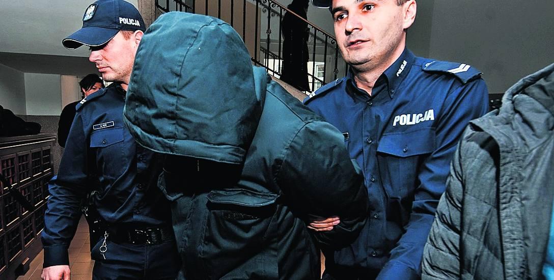 Zatrzymany Miłosz S. powiedział śledczym, że gdyby tylko mógł, sam skoczyłby w ogień, by ratować dziewczęta. Sąd zadecydował o tymczasowym aresztowaniu
