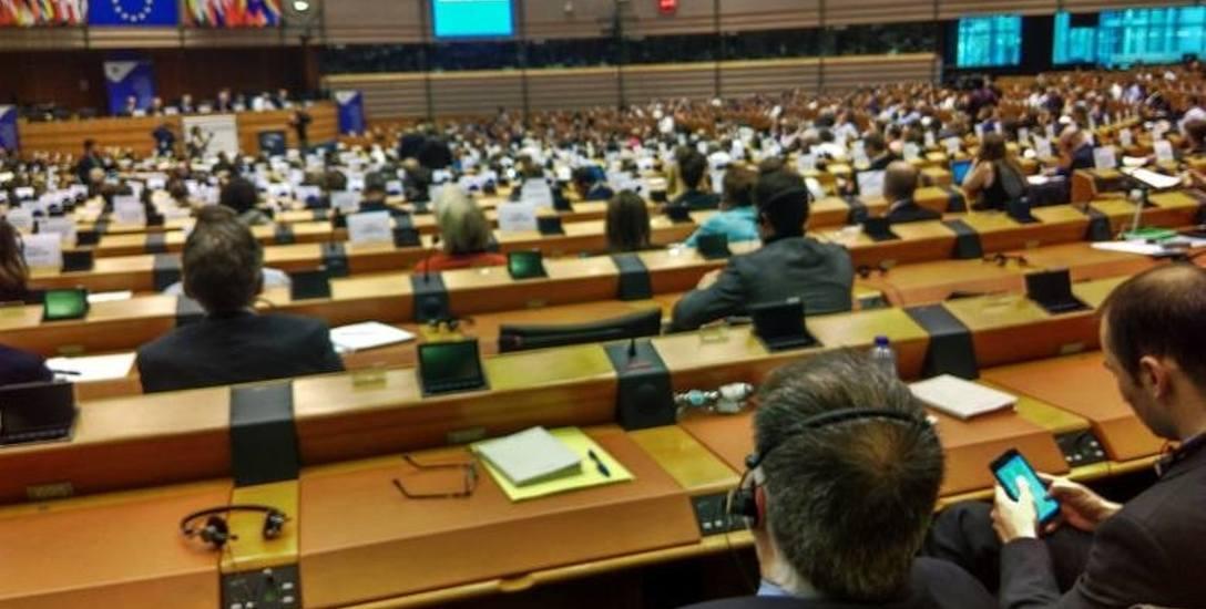 24,5 tys. euro każdego miesiąca dostają europosłowie na prowadzenie swoich biur i wynagrodzenia asystentów