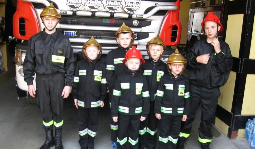 Film do artykułu: Wielka Sobota w Wierzbicy. Strażacy z Ochotniczej Straży Pożarnej mieli wartę przy Grobie Pańskim