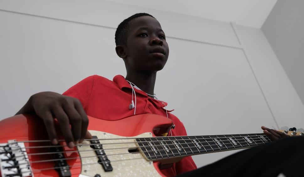 Film do artykułu: Chcą zbudować szkołę muzyczną w Republice Środkowoafrykańskiej. Śpiewają i zbierają fundusze. Trasa koncertowa rusza w Strzyżowie [WIDEO]