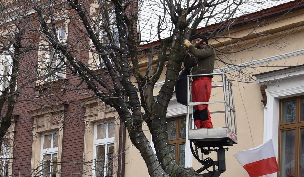 Film do artykułu: W Oświęcimiu trwają naprawy bożonarodzeniowych światełek [ZDJĘCIA]