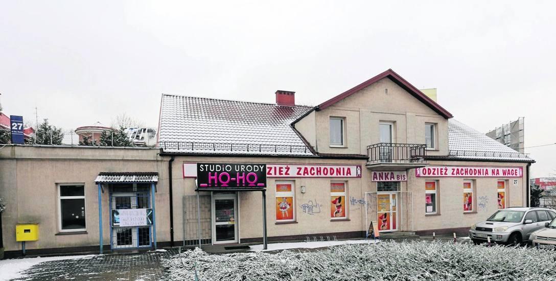 Dom przy ul. św. Rocha 27 powstał prawdopodobnie w latach 80. XIX w. Należał do Jana i Marianny z Rymińskich Kucharskich.