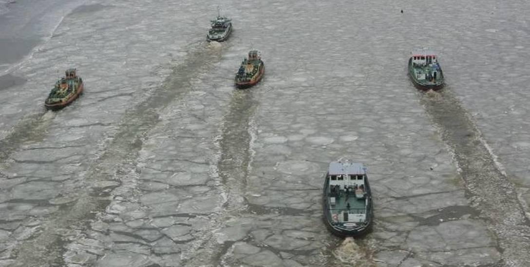 Lodołamacze niemal co roku pracują na Odrze i Warcie, krusząc lód.