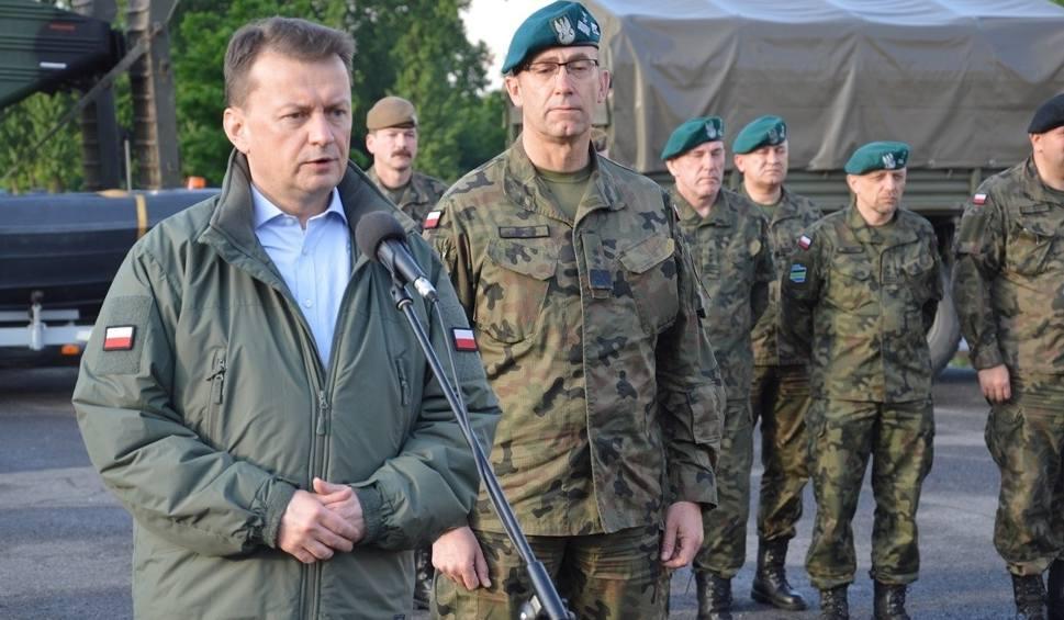 Film do artykułu: Minister Obrony Narodowej Mariusz Błaszczak w garnizonie w Nisku odebrał meldunek o pomocy wojska w rejonach zagrożonych powodzią