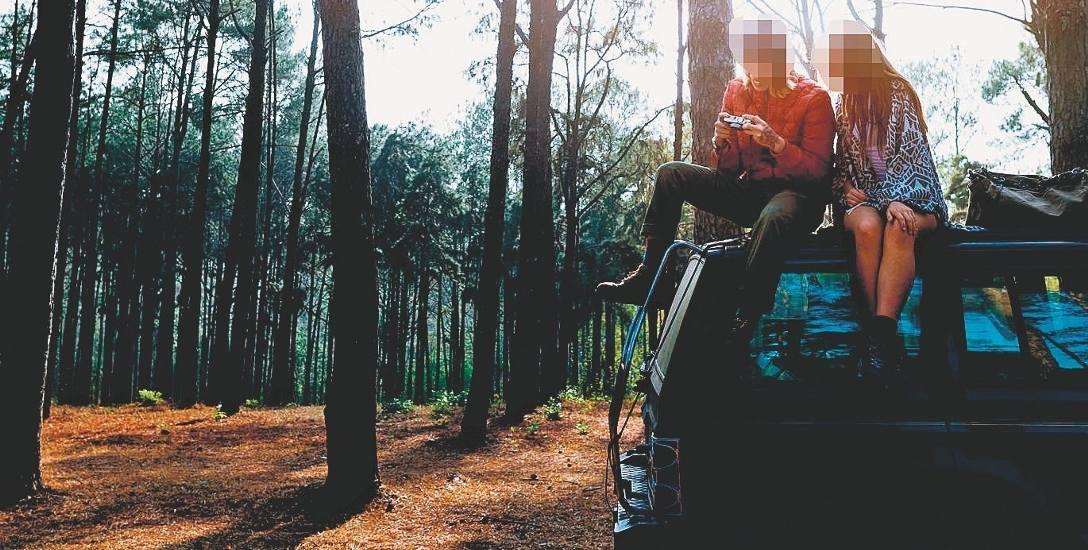 Pary, które w intymnych celach spotykały się pod lasem w okolicach Olkusza, czekała nieprzewidziana i nieprzyjemna przygoda