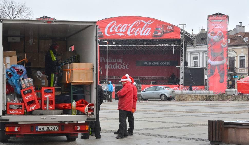 Film do artykułu: Konwój Coca-Coli. Nie poznasz Rynku w Kielcach! (ZDJĘCIA)