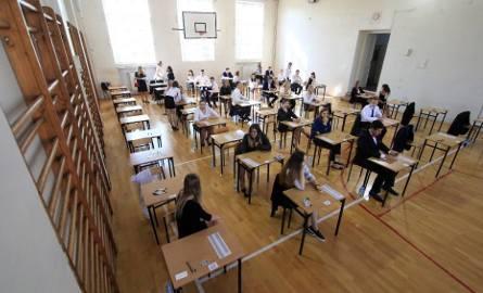 Próbna matura 2018. Nauczyciele o próbnych maturach: To jedyne egzaminy, których uczniowie się domagają