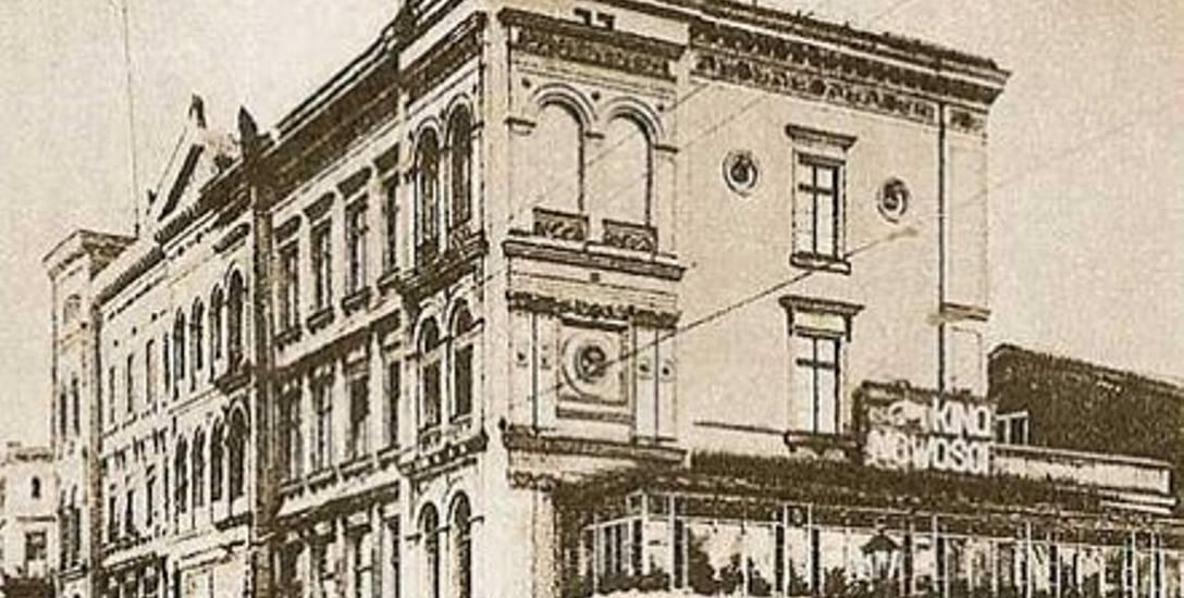"""Lata 20. Kino """"Nowości"""" znajdowało się w kamienicy przy ul. Mostowej, tuż na Brdą"""