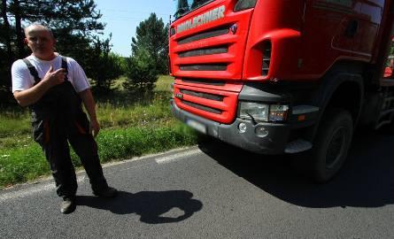 Wypadek w Ochli. Pijana kobieta wjechała pod ciężarówkę