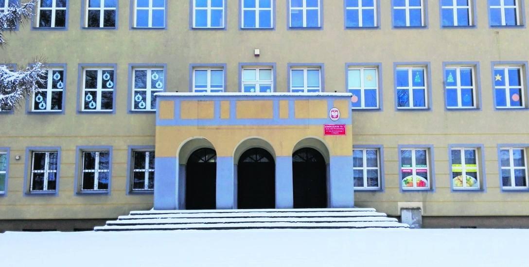 Na dziś szkoła ekonomiczna to 377 uczniów i ponad 60 etatów tak w samej placówce, jak i w przyległym internacie. Natomiast gimnazjum przy ul. Sobieskiego
