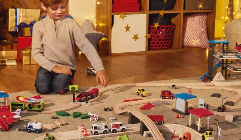 Biedronka I Lidl Pobija Sie O Drewniane Zabawki Akcja Zabawki Na