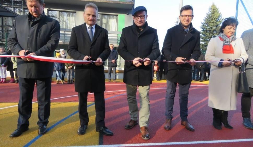 Film do artykułu: Otwarcie nowego boiska sportowego w Kalwarii Zebrzydowskiej [ZDJĘCIA] [VIDEO]