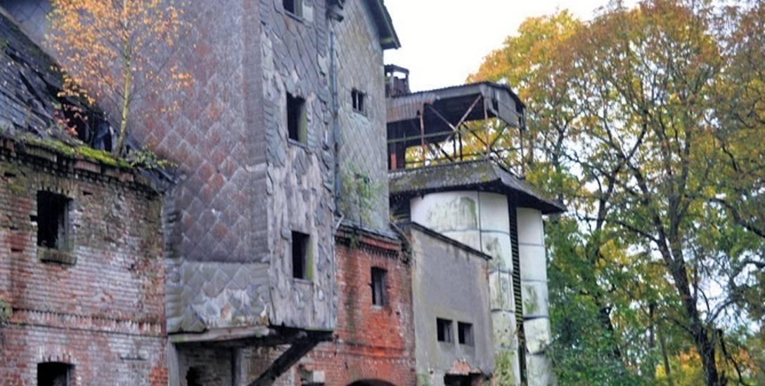 Dwór jak z horrorów w powiecie starogardzkim. Kto odpowiada za zły stan budynku?