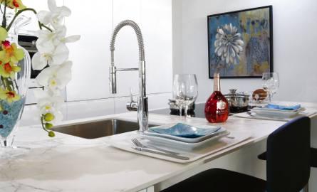 Zlewozmywak to podstawowe wyposażenie każdej kuchni. Odpowiednio dopasowany i zadbany może stanowić ozdobę tego wnętrza.