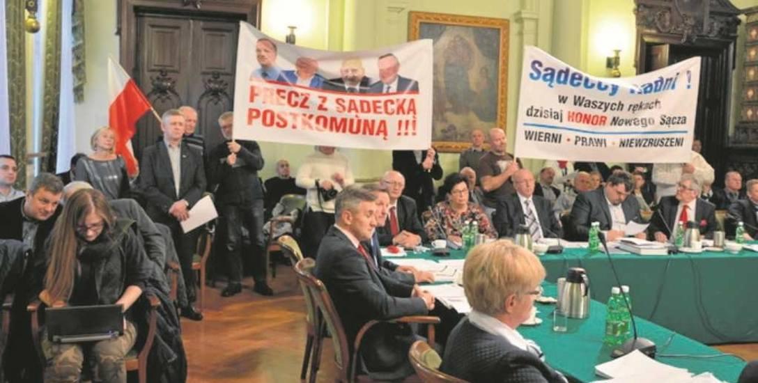 Na sesji Rady Miasta, podczas której przyznano honorowe  obywatelstwo Jerzemu Leśniakowi, nie zabrakło głosów przeciw