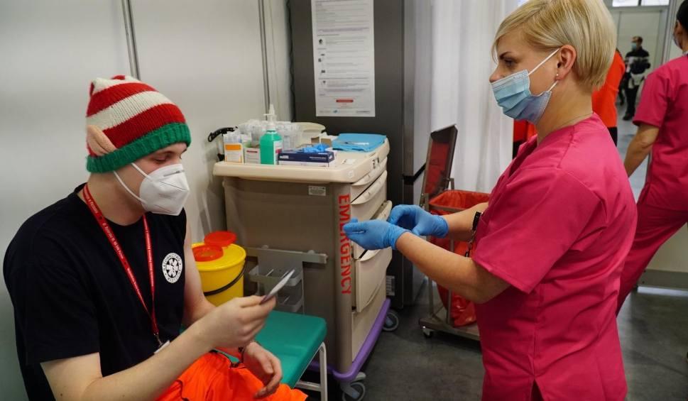 Film do artykułu: 60 procent medyków z Podkarpacia zostało już zaszczepionych przeciw COVID-19. Kiedy pierwsze dawki przyjmie reszta? Nie wiadomo