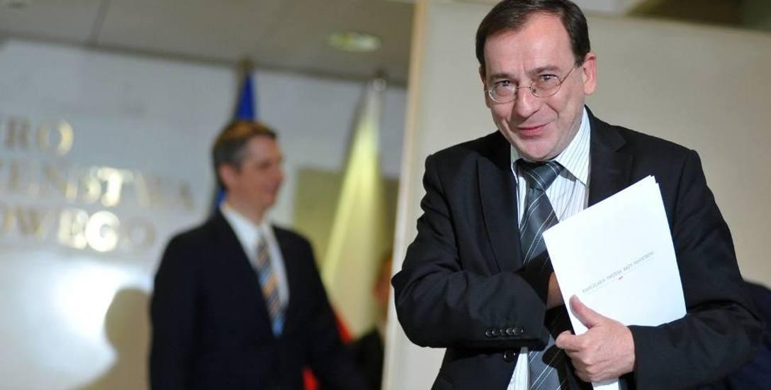 Autorem projektu ustawy o jawności życia publicznego jest Mariusz Kamiński. Projekt trafił już do Komitetu Stałego RM.