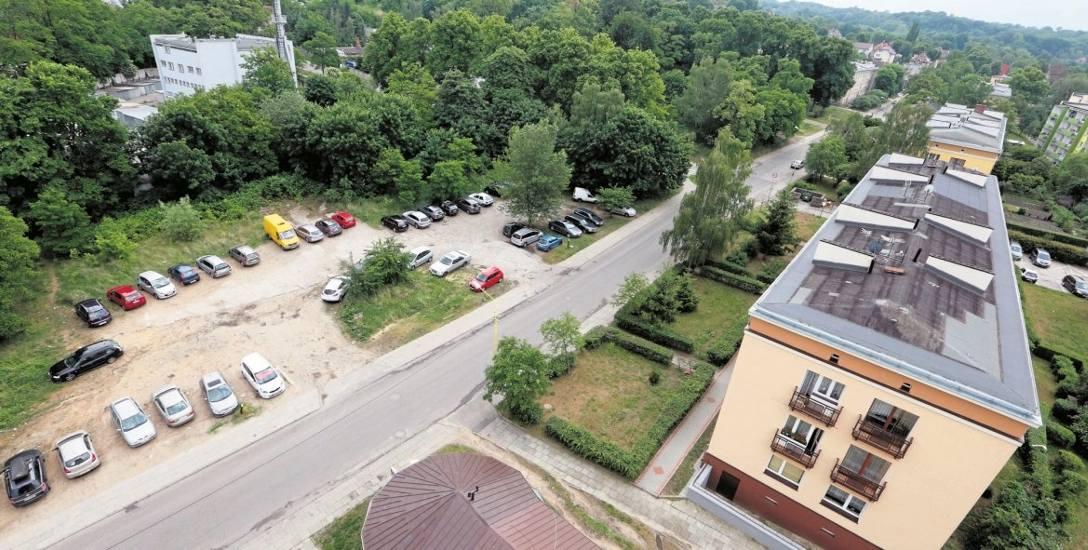 Na placu obok parku przy ul. Krzemiennej powstanie Centrum Aktywności Kulturalnej dla mieszkańców Podjuch i okolic. Jest już projekt i są pieniądze.