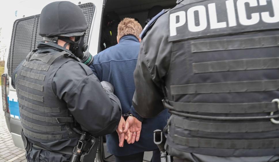 Film do artykułu: Rozbój z bronią w ręku na Zarzewie. Sprawcy grozili ofiarom rewolwerem