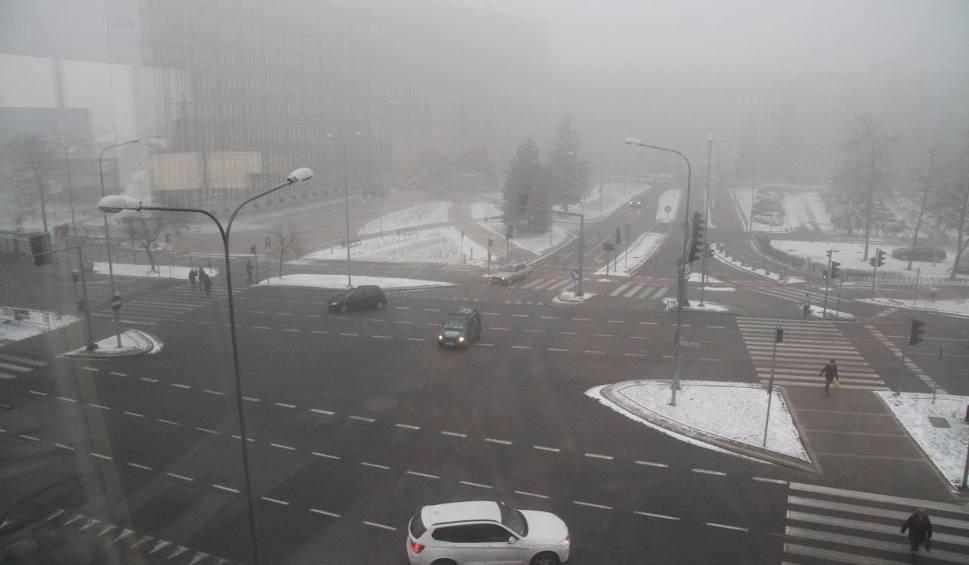 Film do artykułu: Potężny smog w Kielcach - największy w kraju! Biała mgła i okropny zapach roznosi się po wielu miastach w regionie [RAPORT]