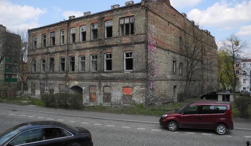 Film do artykułu: Kamienica przy św. Mikołaja 8 może trafić do rejestru zabytków. Właściciel: Budynek grozi zawaleniem [WIDEO]