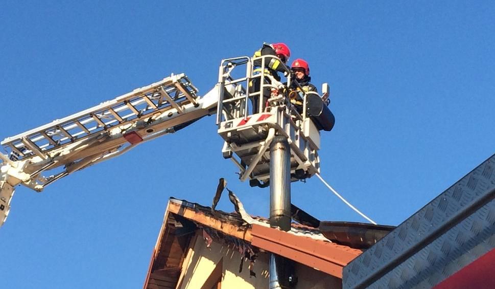 Film do artykułu: Gmina Solec nad Wisłą. Strażacy z Lipska ugasili pożar budynku w ośrodku wypoczynkowym