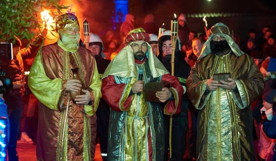 Film do artykułu: Świętokrzyska Pasterka w Ossolinie. Będą wielbłądy, na których przyjadą Trzej Królowie, fajerwerki i wzbogacona o nowe sceny inscenizacja