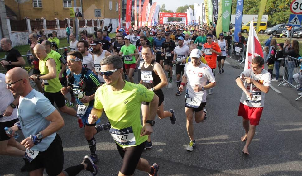 Film do artykułu: PKO Silesia Marathon 2018 ZDJĘCIA + WIDEO Największy bieg na Śląsku ulicami Katowic, Mysłowic, Siemianowic i Chorzowa