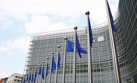 Komisja Europejska przechodzi do II etapu badania naruszenia praworządności przez Polskę