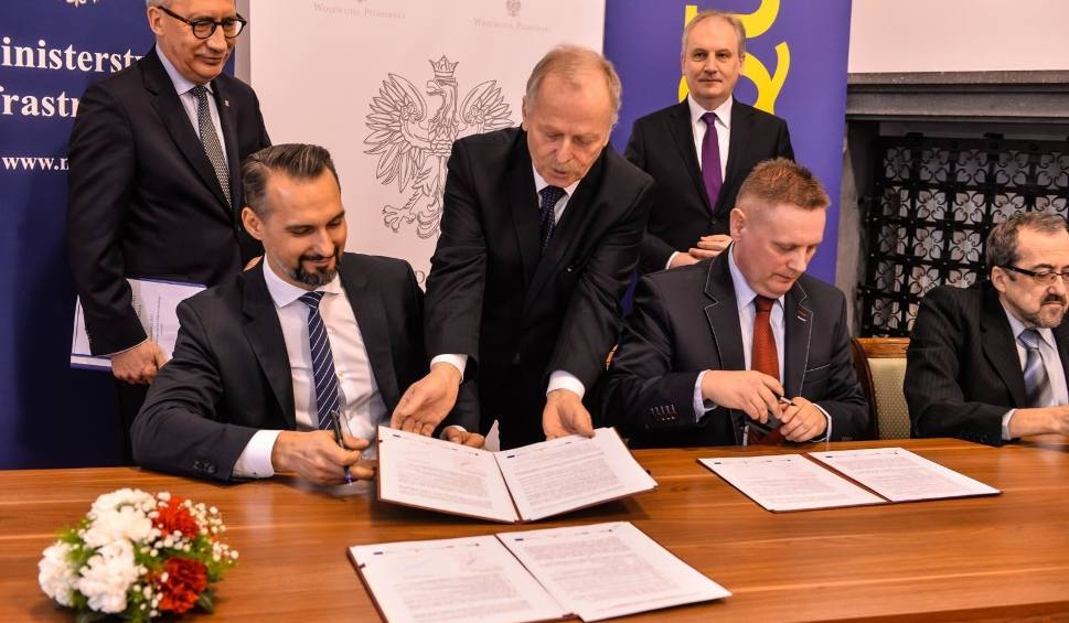 Film do artykułu: Podpisano umowę na projekt i budowę odcinka S6 Szemud-Gdynia. Firma Polaqua zbuduje 20 km drogi ekspresowej i 3 węzły drogowe [zdjęcia]