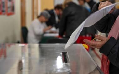 13.10.2019 sopotwybory do sejmu i senatu 2019 - obwodowa komisja wyborcza nr 8w komisji swoj glos oddal byly premier rp , przewodniczacy rady europejskiej