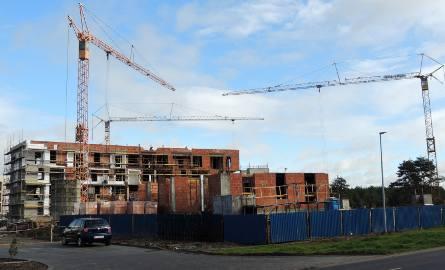 Jesienią do użytku oddanych zostanie 13 mieszkań socjalnych na bydgoskich Jachcicach. Powoli końca dobiega modernizacja dwóch miejskich budynków przy