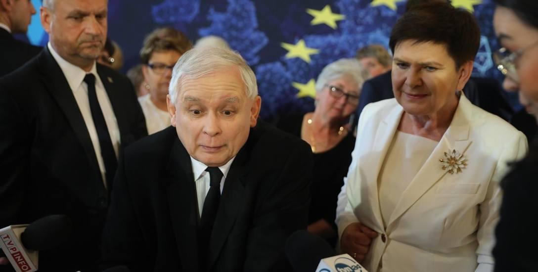 Podczas spotkania z seniorami w Krakowie Jarosław Kaczyński powiedział: - Pani chce, żeby się zmieniło i ja chcę, żeby się zmieniło, i z całą pewnością