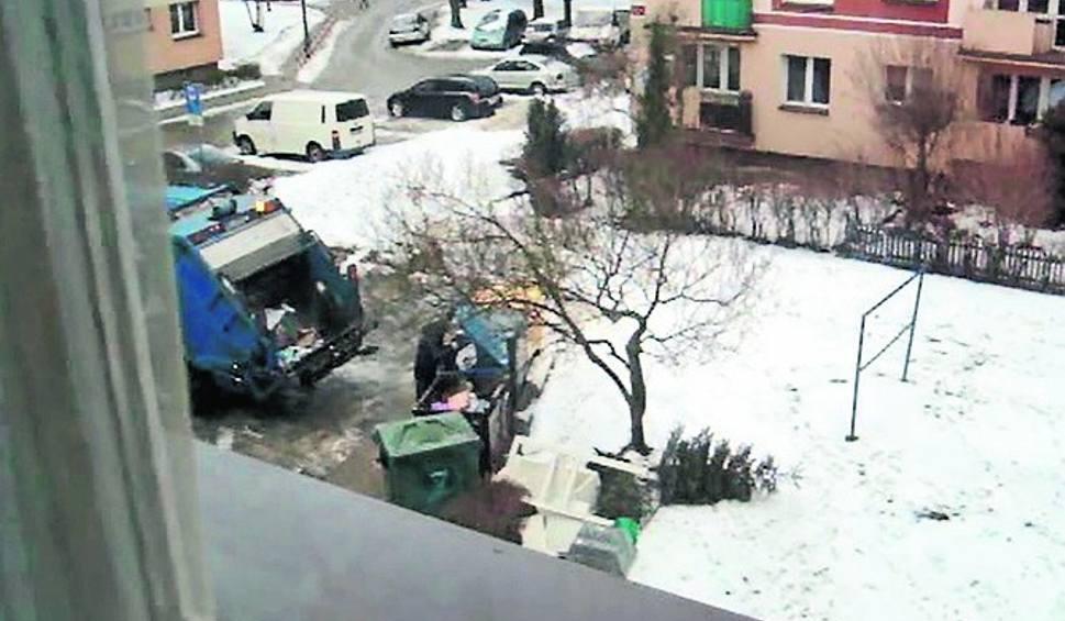 Film do artykułu: Białystok. Odpady zamiast segregacji trafiają do jednego pojemnika. Będą kary? [WIDEO]