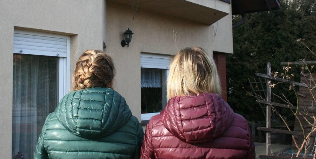Czytelniczka (po prawej) została z dwójką dzieci i trzema kredytami. Bank ani ubezpieczyciele nie pytali jej męża o choroby, a teraz po jego śmierci