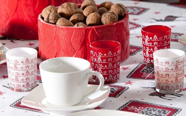 Orzechy to nieodzowny atrybut Bożego Narodzenia. W dekoracyjnej misie będą piękną ozdobą.