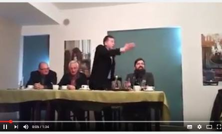 Zebranie wiejskie odbywało się w nerwowej atmosferze. Blogerka jego część nagrała telefonem a filmiki umieściła w sieci