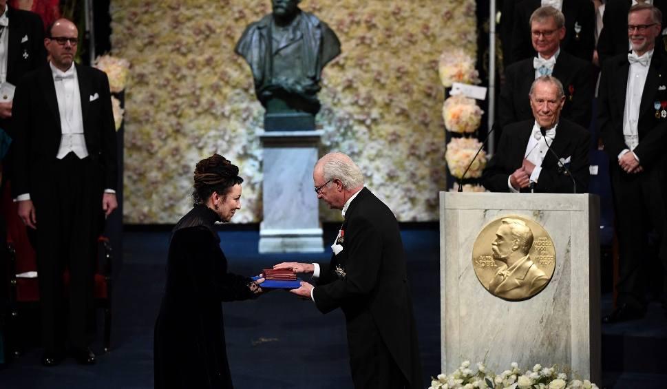 Film do artykułu: Olga Tokarczuk odebrała Nagrodę Nobla. Gala i bankiet w Sztokholmie [ZDJĘCIA] [WIDEO] List gratulacyjny od prezydenta Andrzeja Dudy