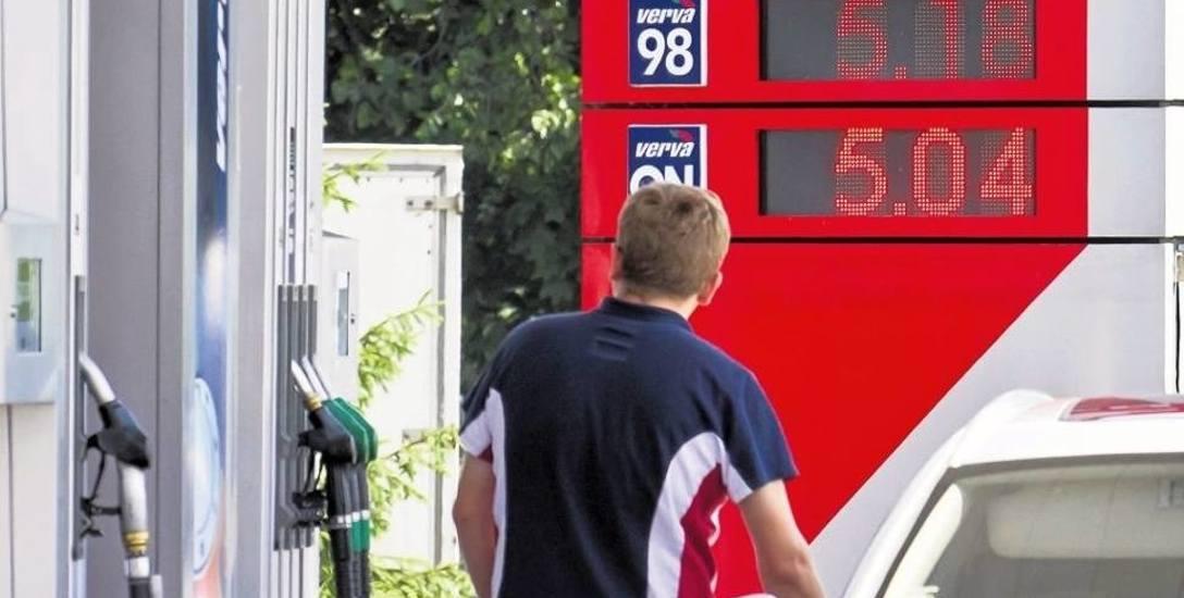 Zgodnie z naszymi oczekiwaniami średnie ceny paliw w kraju spadały w poprzednim tygodniu od 3 do 5 groszy na litrze.