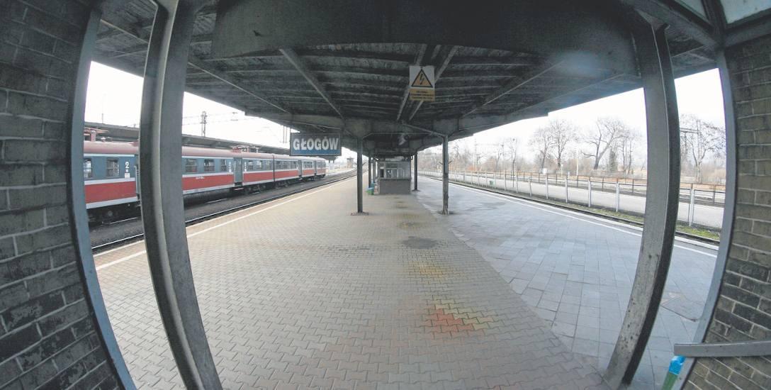 Niestety, jak na razie, remontu nie doczeka się stacja kolejowa w Głogowie oraz most w Brzegu Dolnym, gdzie jest tylko jeden tor